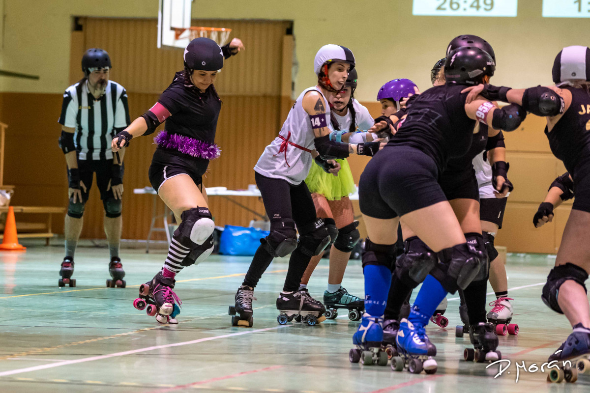 Scrimmage Mixto Navideño Lion Girls Roller Derby
